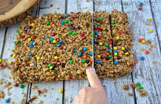 Homemade Mini M&M Granola Bars Recipe - Crafty Morning Quinoa Granola Bars, No Bake Granola Bars, Muesli Bars, Yogurt And Granola, Homemade Granola Bars, Oat Bars, No Bake Oatmeal Bars, On The Go Snacks, Healthy Baking
