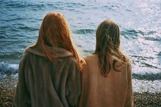 Lily Evans and Hestia Jones at the beach over summer break before seventh year taken by Mary MacDonald Lily Evans, Waverly Earp, Jm Barrie, Waverly And Nicole, Under Your Spell, Allison Argent, The Marauders, Lydia Martin, Character Inspiration