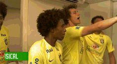 "Estes 16 gifs de David Luiz dan�ando enlouquecidamente no ""Esquenta"" ir�o salvar seu dia"