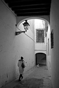 Paseo por la Judería  Sevilla  Spain by Juampiter, via Flickr----walked right down there....ms