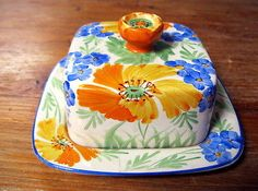 VINTAGE SYLVAC WARE BUTTER DISH with lid FLOWERS in gold & blue