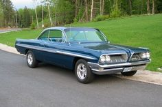 1961 Pontiac Catalina - HAS THE SAME 389 c. motor that 3 years later came in the GTO, although some came with 348 c. or 421 c. 1965 Pontiac Gto, Pontiac Cars, Old Race Cars, Us Cars, Austin Martin, Classic Cars Usa, Jaguar, Pontiac Catalina, Pontiac Bonneville
