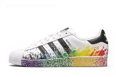 new arrival f4a54 9e73f Adidas Originals Superstar LGBT Pride Pack Hvid Sort Unisex Sko White Black  D70351