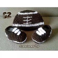 Conjunto Fútbol Americano Zapatos Y Gorro Crochet Tejidos Bb - $ 200.00