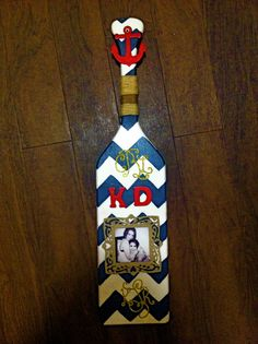 I love nautical paddles the picture is a nice touch