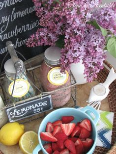 This little lemonade bar is so  cute... Perfect for birthday and summer parties!