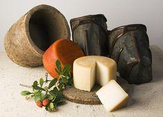 Cinco cosas que hay que tomar en Extremadura, incluyendo queso de los Ibores, de la sirena y la torta del casar. - Traveler.es