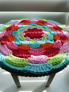 soaring-imagination: Crochet stool cover