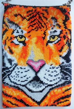 Hand Made by Lilu Cool Loom Patterns, Beading Patterns, Jungle Cat, Graph Design, Beaded Animals, Beaded Bags, Bead Crochet, Loom Beading, Disney Characters