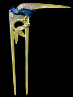Lalique 1898-99 Hair Comb: horn/ gold/ enamel. Designmuseum, Danmark, Kopenhagen