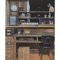 キッチンカウンター/キッチン収納/ジャンク/男前/キッチンとダイニングの境/Kitchen…などのインテリア実例 - 2014-10-30 13:18:47   RoomClip(ルームクリップ) Room Wanted, Home Office Decor, Home Decor, Office Workspace, Japanese House, Industrial Furniture, House Rooms, Craft Storage, Liquor Cabinet