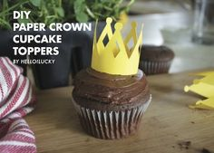 DIY-Crown cupcake toppers @hellolucky