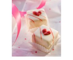 ❥Valentine petit fours Tea Cakes, Mini Cakes, Cupcake Cakes, Cake Pops, Toffee, Fudge, Petit Cake, Valentines Day Treats, Small Cake