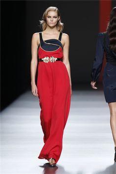 Vestido de Miguel Palacio rojo y azul marino de su colección primavera-verano 2013
