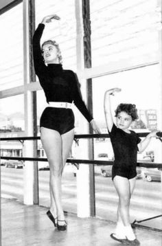 Jayne Mansfield and her daughter, Mariska Hargitay. So cute :)