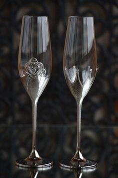 Silver Wedding Glass, King and Queen crown, Handmade Flutes, Anniversary Glasses, Bride Groom Glass, Wedding Flutes Set, Mr and Mrs Glasses by WeddingBay on Etsy https://www.etsy.com/listing/497197532/silver-wedding-glass-king-and-queen