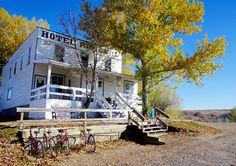 Rosebud, population 88, offers the visitor a range of experiences - an impressive feat considering its size. Named for the wild roses that cover the valley in the summer, Rosebud is now a destination for theatre goers, golfers and small town addicts. Its location at the edge of the Canadian Badlands ensures the scenery is first class too. From Calgary, Rosebud is about a 75 minute drive. What should you do on a weekend getaway to Rosebud? The biggest attraction in town is the Rosebud…