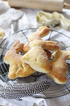 Recipe for Easter bunnies made from quark oil dough with spelled flour - Vegetarian Recipes Homemade Soup, Homemade Cakes, Easy Vegan Soup, Homemade Veggie Burgers, Vegetable Protein, Sweet Potato Soup, Healthy Comfort Food, Herb Butter, Vegan Sweets