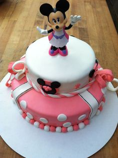 Minnie Mouse marshmallow fondant cake