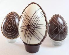 Aquí tienes una receta detallada para hacer huevos de Pascua de chocolate, ¡deja que los más pequeños te ayuden! Ingredientes (para 4 personas) 100 g de chocolate negro, con leche o chocolate blanc…