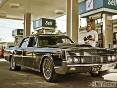 1212phr 12 1967 Lincoln Continental At Gas Station
