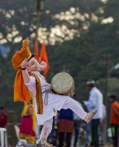 Mustiii me gnesha Shri Ganesh Images, Ganesha Pictures, Baby Ganesha, Ganesha Art, Ganesh Idol, Krishna Art, Radhe Krishna, Ganesh Wallpaper, Radha Krishna Wallpaper