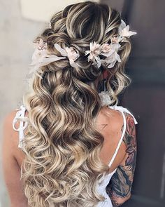 33 Awesome Curly Wedding Hairstyles To Fall In Love With ❤ wedding hairstyles for curly hair long down with flower crown hairbyhannahtaylor #weddingforward #wedding #bride #weddinghairstylesforcurlyhair #bridalbeauty #weddinghairstyle Curly Wedding Hair, Wedding Updo, Wedding Bride, Bridal Hair, Chic Wedding, Dream Wedding, Romantic Hairstyles, Wedding Hairstyles For Long Hair, Straight Hairstyles
