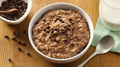 Crockpot Hot Chocolate Oatmeal - Enjoy steel-cut oats first thing in the morning by cooking overnight in your slow cooker. Your kids will flip over this hot chocolate flavor infusion. Slow Cooker Breakfast, Breakfast Dishes, Breakfast Recipes, Breakfast Ideas, Brunch Recipes, Dinner Recipes, Crock Pot Slow Cooker, Slow Cooker Recipes, Cooking Recipes