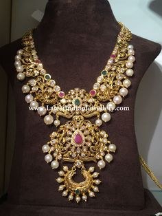 Necklace with 3 Step Pendant - Latest Indian Jewellery Designs Jewelry Design Earrings, Gold Earrings Designs, Gold Jewellery Design, Necklace Designs, Gold Wedding Jewelry, Gold Jewelry, Indian Jewelry, Indian Gold Necklace, Fashion Jewelry