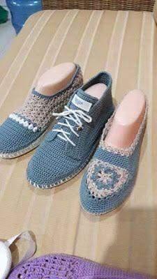 Artesãs Se Aperfeiçoam Cada Vez Mais E F - Diy Crafts - maallure Crochet Sandals, Crochet Slippers, Crochet Baby Shoes, Crochet Clothes, Crochet Scarves, Knit Crochet, Shoe Pattern, Baby Boots, Slipper Socks