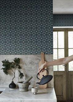 Easy Home Interior Design Tips That Anyone Can Implement – DecorativeAllure Cheap Furniture, Furniture Plans, Furniture Nyc, Luxury Furniture, Furniture Design, Interior Design Kitchen, Modern Interior Design, Kimono Tradicional, Kitchen Wallpaper