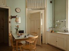 Historiska hem Mirror, Bathroom, Interior, Kitchen, Furniture, Home Decor, Washroom, Cooking, Decoration Home