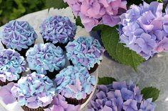 Hydrangea Cupcakes: So cute! The cupcakes look like the actual flower! Hydrangea Cupcakes, Flower Cupcakes, Hydrangea Flower, Wedding Cupcakes, Cupcake Bouquets, Hydrangea Centerpieces, Frost Cupcakes, Purple Hydrangeas, Strawberry Cupcakes