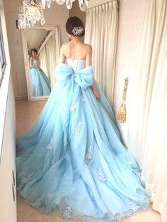 コー) 大人のブルーのカラードレス。ホワイトのレース刺繍が映える美しいブルーSS2644LB