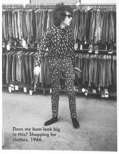 1966 ~ Séance Shopping For Clothes Bob Dylan . That Was The Comment On This Photo. Bob Dylan, Minnesota, Billy The Kid, Like A Rolling Stone, Music Magazines, Jimi Hendrix, American Singers, The Beatles, Rock And Roll