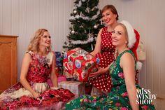 Merry Christmas <3 (c) misswindyshop.com   #merrychristmas #dressfrochristmas #vintagestyle #nostalgia #christmastree #dressforchristmaseve #gifts #presents #santaslittlehelper #floraldress #polkadotdress #petticoat #everydayisadressday