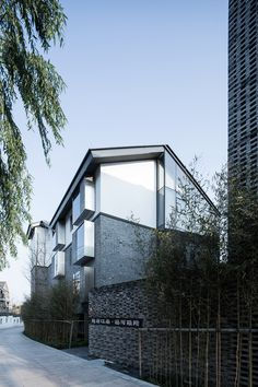 Seclusive Jiangnan Boutique Hotel is located in Dadou Road Historic District, Hangzhou and adjacent to Beijing-Hangzhou Grand Canal. Before the renovation, t...