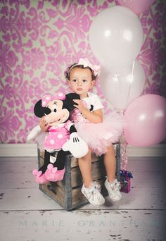 Minnie Mouse Birthday! Photo Session! Lots of Super cute ideas!  Las Vegas Child Photographer | Family Photographer  www.mariegranthamphotography.com