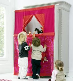 poppenkast | Ariadne at Home | puppet stage between cabinet doors (in Dutch)