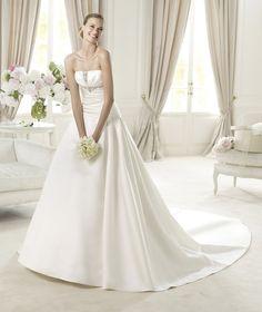 Pronovias presents the Uley wedding dress, Glamour 2013. | Pronovias