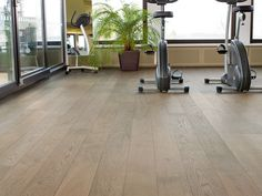Mafi Oak Clear is a hardwearing, light, sandy coloured wood. Mafi floors stand out due to their longevity and robustness, and are all-natural. Engineered Hardwood Flooring, Timber Flooring, Hardwood Floors, Flooring Ideas, Natural Wood Flooring, Unique Photo, Tile Floor, Nature, House