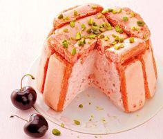 Découvrez la délicieuse recette de la charlotte à la mousse de cerises sur femina.fr !