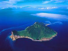 龜山島、位於台灣北部外海
