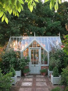Amazing conservatory greenhouse ideas for indoor-outdoor.- Amazing conservatory greenhouse ideas for indoor-outdoor bliss, - Indoor Outdoor, Outdoor Greenhouse, Small Greenhouse, Greenhouse Plans, Greenhouse Gardening, Outdoor Spaces, Outdoor Living, Greenhouse Wedding, Outdoor Ideas