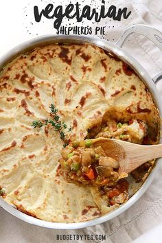 colorful vegetable medley, protein filled lentils, and a rich brown gravy make this Vegetarian Shepherd's Pie just as satisfying as its beef counterpart. Veggie Recipes, Gourmet Recipes, Cooking Recipes, Healthy Recipes, Cabbage Recipes, Rice Recipes, Potato Recipes, Seafood Recipes, Bisquick Recipes