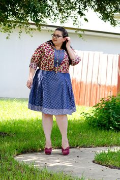 cute plus size fashion blogger, plus size fashion, polka dots, denim, chambray, dress, eshakti