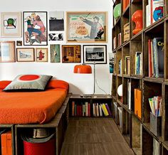 A Crate Bedroom ..  wouldn't be fun for a dorm room or.....:)    http://www.contentinacottage.blogspot.com/