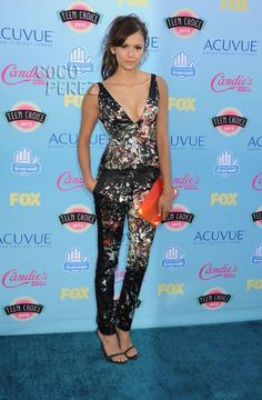 Teen Choice Awards 2013: Nina Dobrev walks the red carpet.