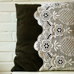 DIY – 'Lace' pillow case - nice way to dress up pilows.