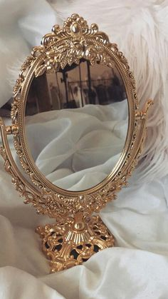 Mirror, mirror on the wall, who's the fairest of them all📣 – Spiegel Boujee Aesthetic, Cream Aesthetic, Angel Aesthetic, Brown Aesthetic, Aesthetic Vintage, Aesthetic Pictures, Apollo Aesthetic, Aesthetic Roses, Aesthetic Backgrounds